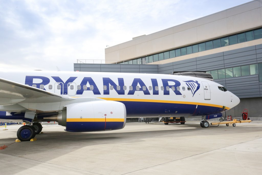 RYANAIR TAKES DELIVERY OF 450TH BOEING 737-800 AIRCRAFT ...