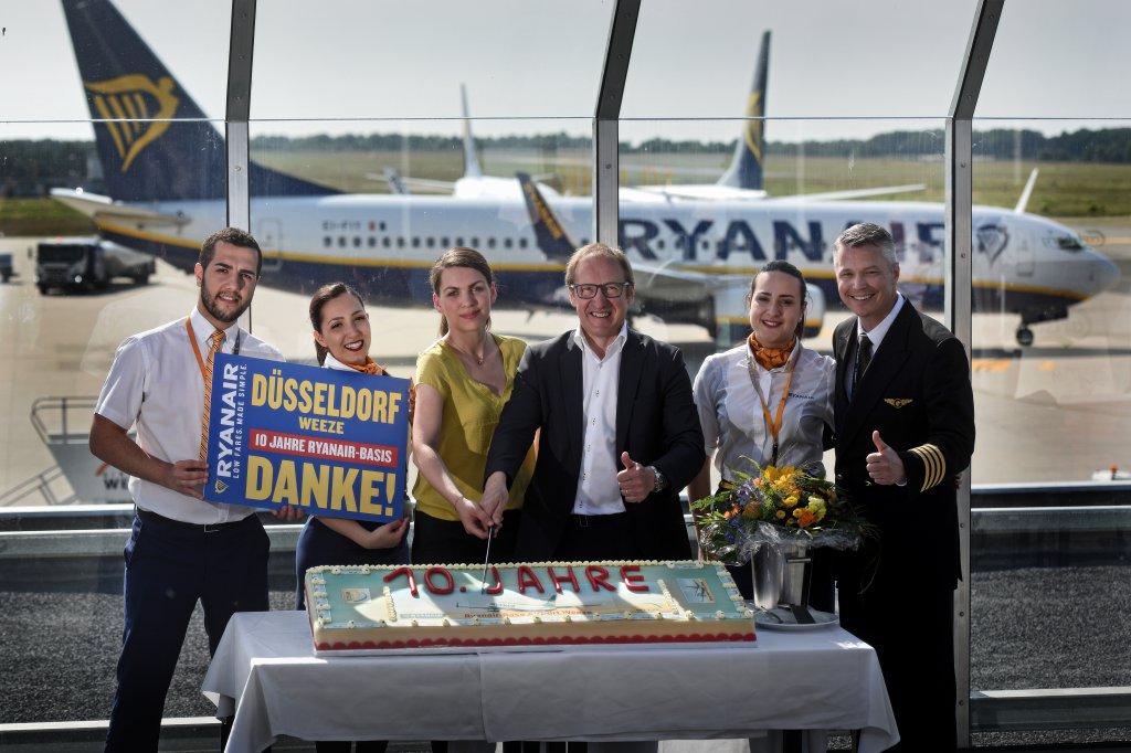Ryanair Feiert 10 Jähriges Jubiläum Der Basis Am Flughafen